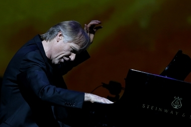 A concert of the famous pianist Richard Clayderman and the Armenian State Chamber Orchestra took place at Karen Demirchyan Sports and Concerts Complex - Photolure News Agency