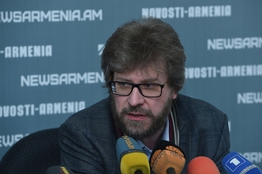 Academic director of the Valdai Discussion Club Fyodor Lukyanov gave a press conference at Novosti-Armenia press club - Photolure News Agency
