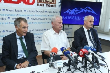 Director of Nairit Plant CJSC Karen Israyelyan and European investors Gary Neville, Adrian Vichital, Vasil Nedyalkov are guests in Noyan Tapan press club - Photolure News Agency