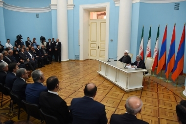 RA President Serzh Sargsyan and President of Iran Hassan Rouhani make a joint announcement at the RA Presidential Residence - Photolure News Agency