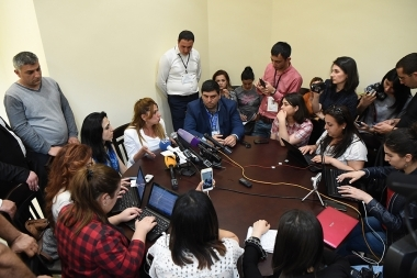 Leader of 'Yerkir Tsirani' Party, mayoral candidate Zaruhi Postanjyan gave a press conference - Photolure News Agency
