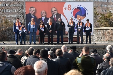 'Ohanyan-Raffi-Oskanian' Alliance holds a pre-election meeting in Ajapnyak District - Photolure News Agency