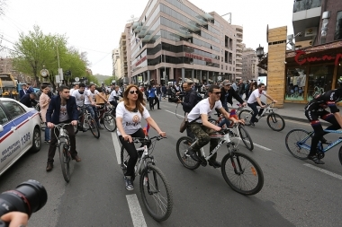 Members of 'Yerkir Tsirani' party hold a cycle race from Freedom Square of Yerevan, Armenia - Photolure News Agency