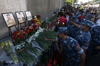 People lay flowers in front of the plaque commemorating the victims of 'Sasna Tsrer' events near the Patrol-Guard Service Regiment in Erebuni district of Yerevan - Photolure News Agency