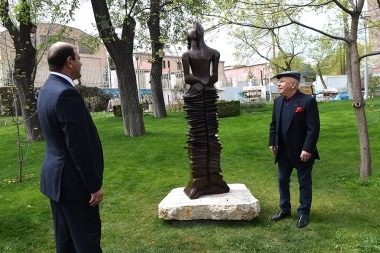'Love Unity' statue authored by Davit Yerevantsi opened in the Lovers' Park - Photolure News Agency