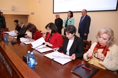 Memorandum of cooperation is signed within the framework of the 'Medical assistance to the needy Syrian-Armenian families' project at Izmirlian Medical Center - Photolure News Agency
